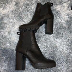 Steve Madden Loopy Black Boots